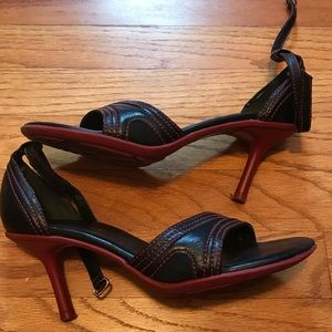 Reaction Kenneth Cole Maroon & Black Sandals